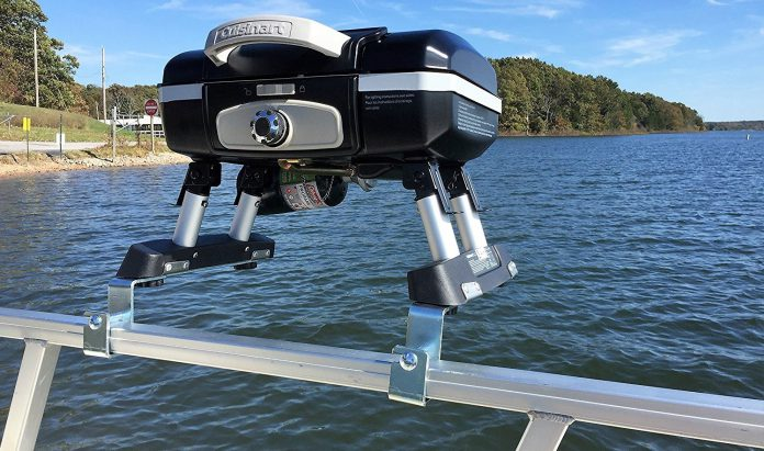 5 best pontoon boat grills of 2018 reviews for Best fish finder for small boat